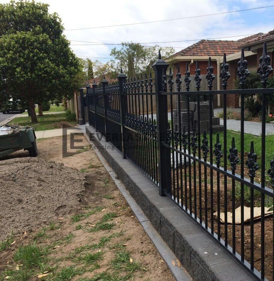 SF8 - Black Heritage Spear Fencing with Bluestone Base