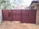SS72 – Aluminium Slats Single Gate with 2 x Fence Panels Pool Safe  (Indian Red Post and Frame with Jarrah Slats