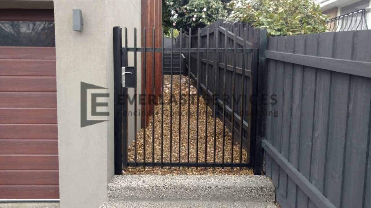 SS79 - Aluminium Vertical Blade Side Gate