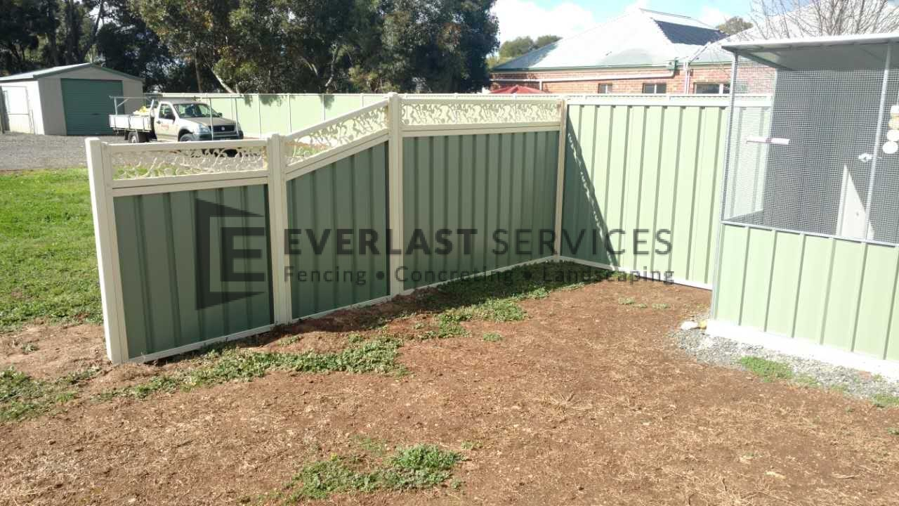 CB41 - Colourbond Fencing Green with Custom Pattern