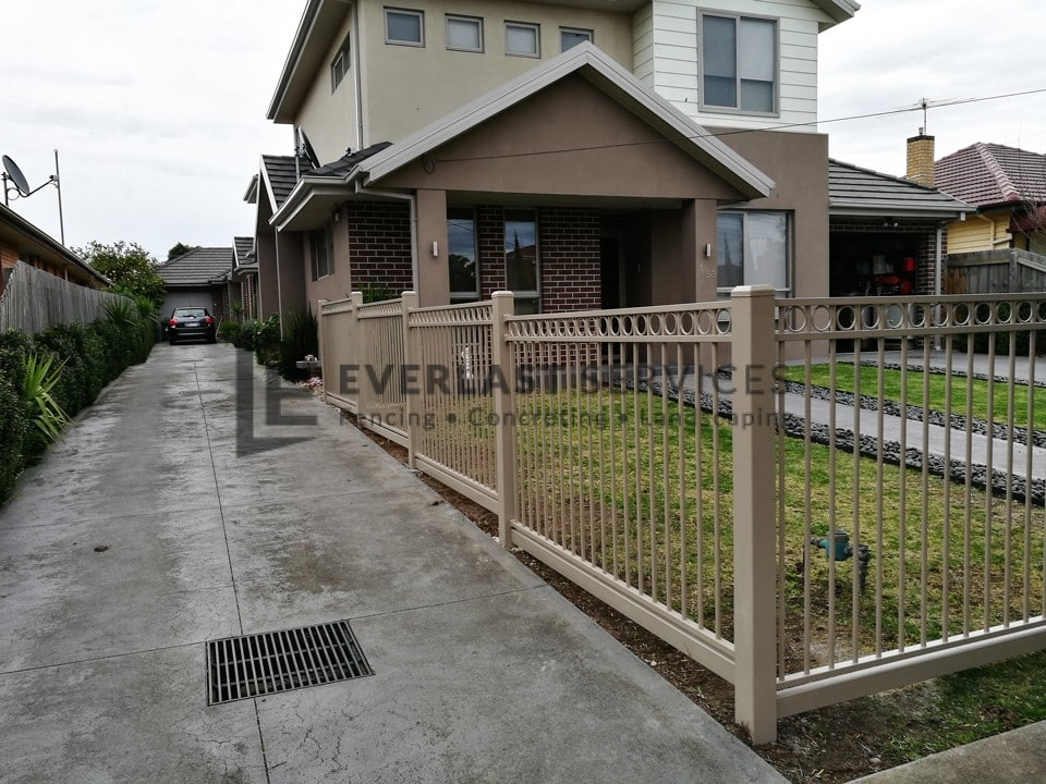 SF155 - Oxley Ring Steel Fence Driveway