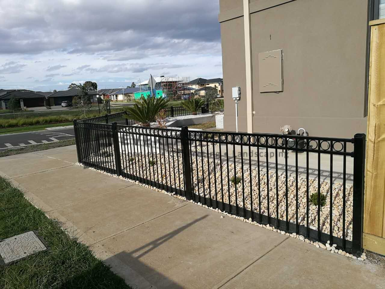 SF122 - Oxley Ring Steel Fencing 2