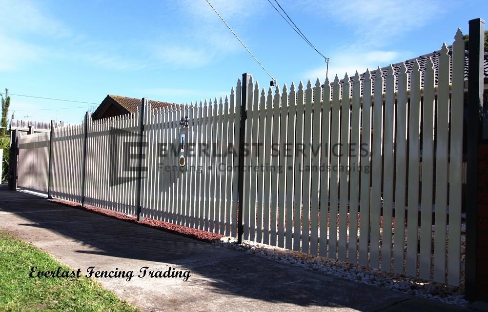 SF124 - Steel Picket Fence
