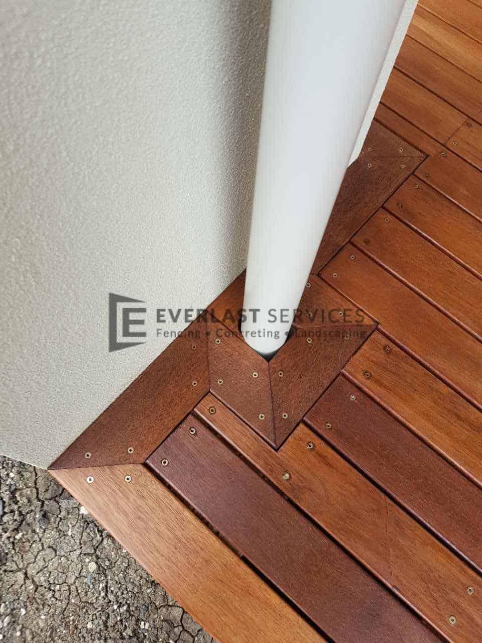 T84 - Merbau Corner Timber Decking