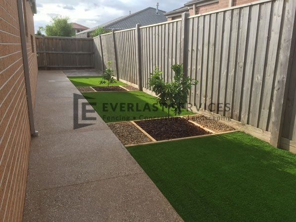 L20 - Exposed Aggregate Foot Path wtih Synthetic Grass