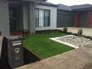 L30 – Synthetic Grass with Two Types of Pebble