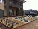 L33 – Front Yard Pebble Landscaping