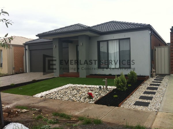 L34 - Front yard Pebblem Landscaping with Synthetic Grass