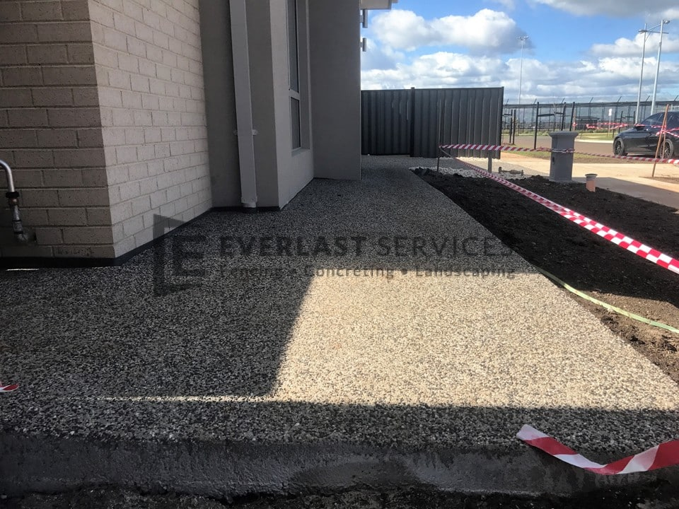 EA52 - Exposed Aggregate Front