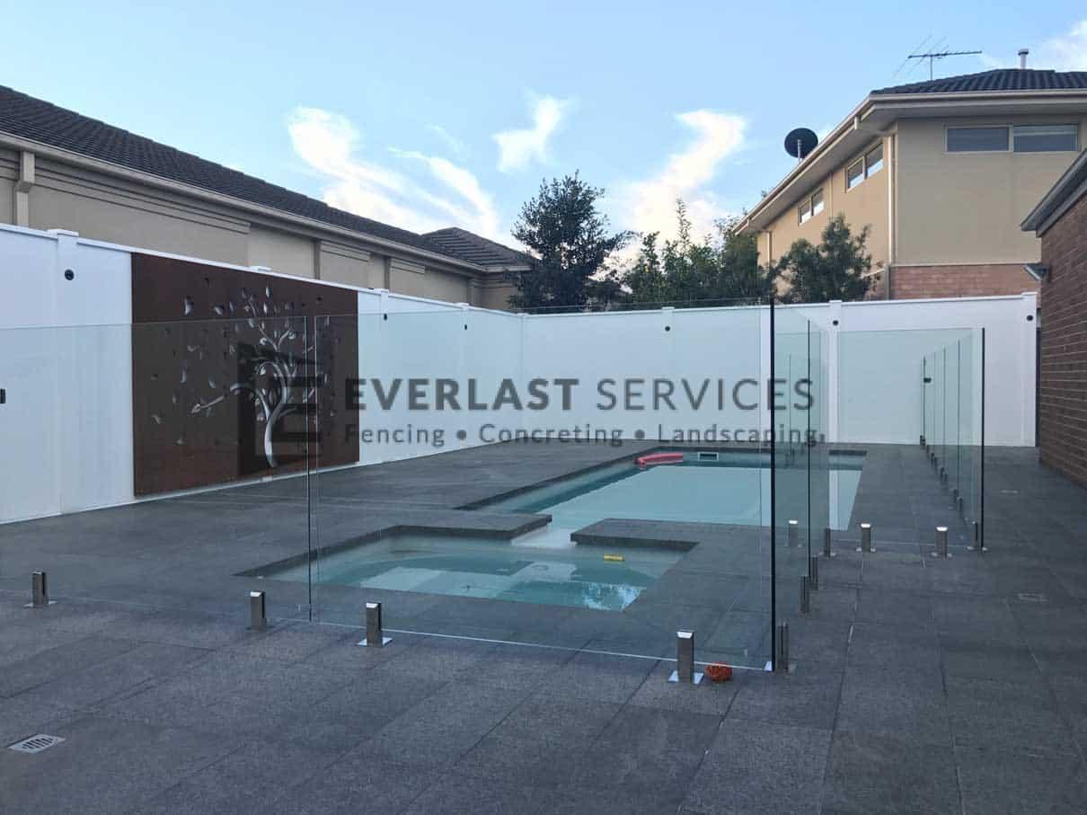 L80 - Glass Pool Fencing + Swimming Pool + Modular Walls