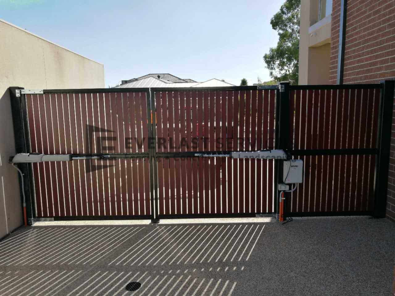 DG53 - Motorised Jarrah Slats Double Gate Back