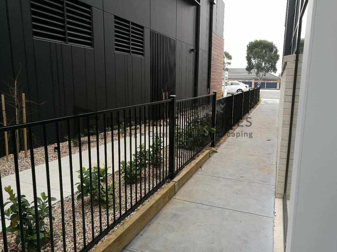 SF151 - Black Flat Top Fencing