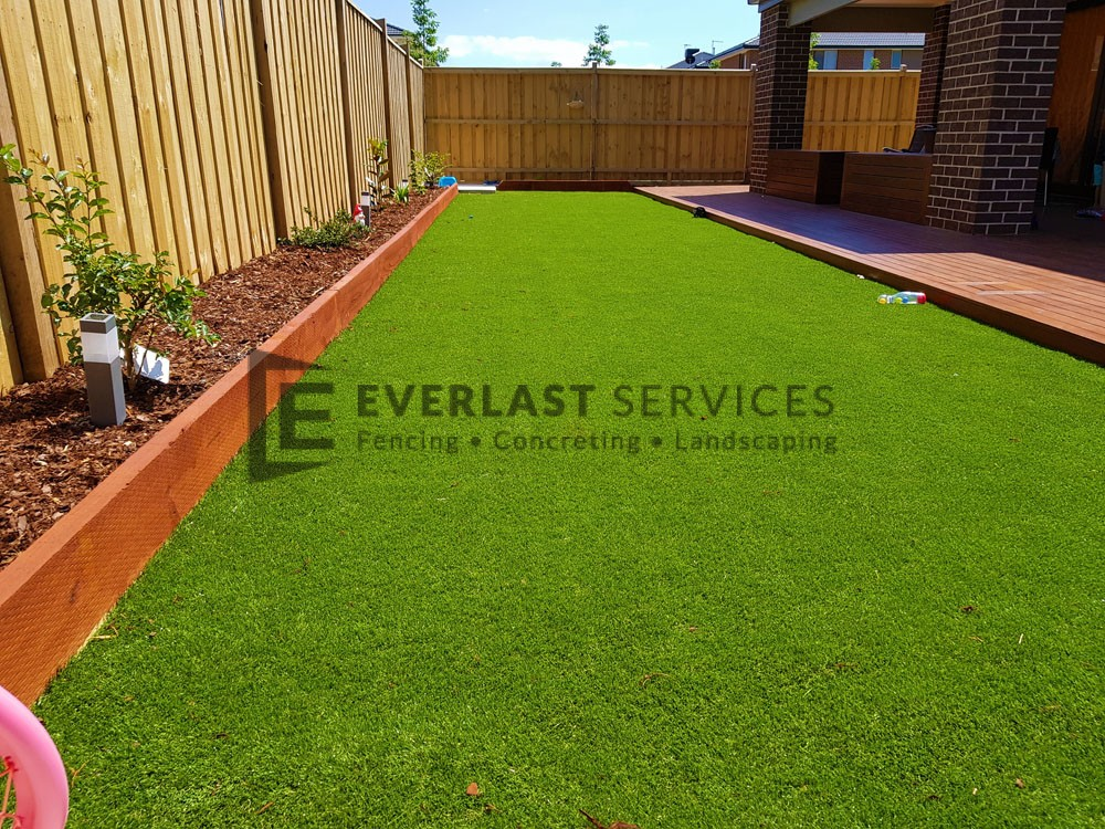Synthetic Grass with Garden Bed