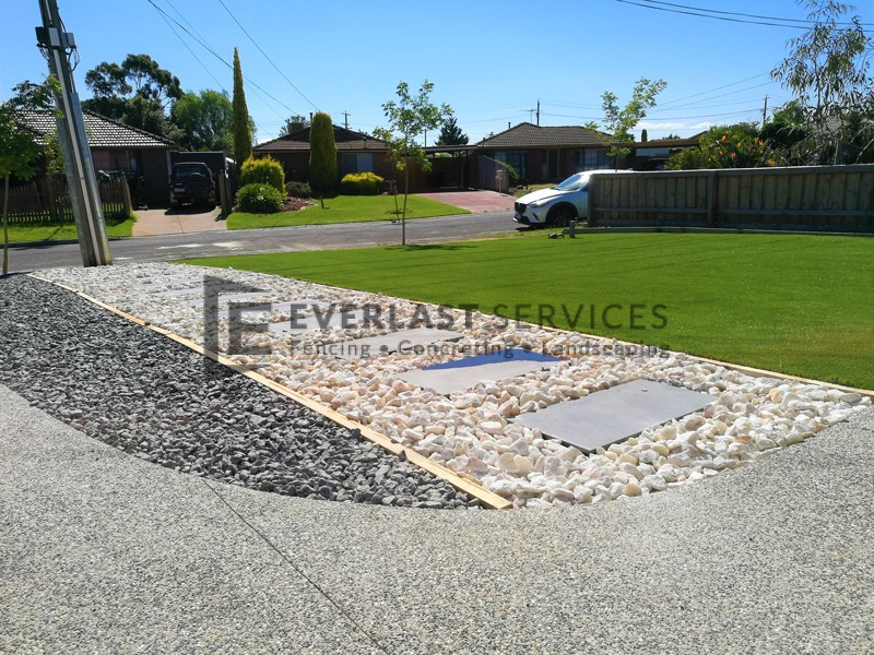 L128 - White Ice with Bluestone Stepping Stone