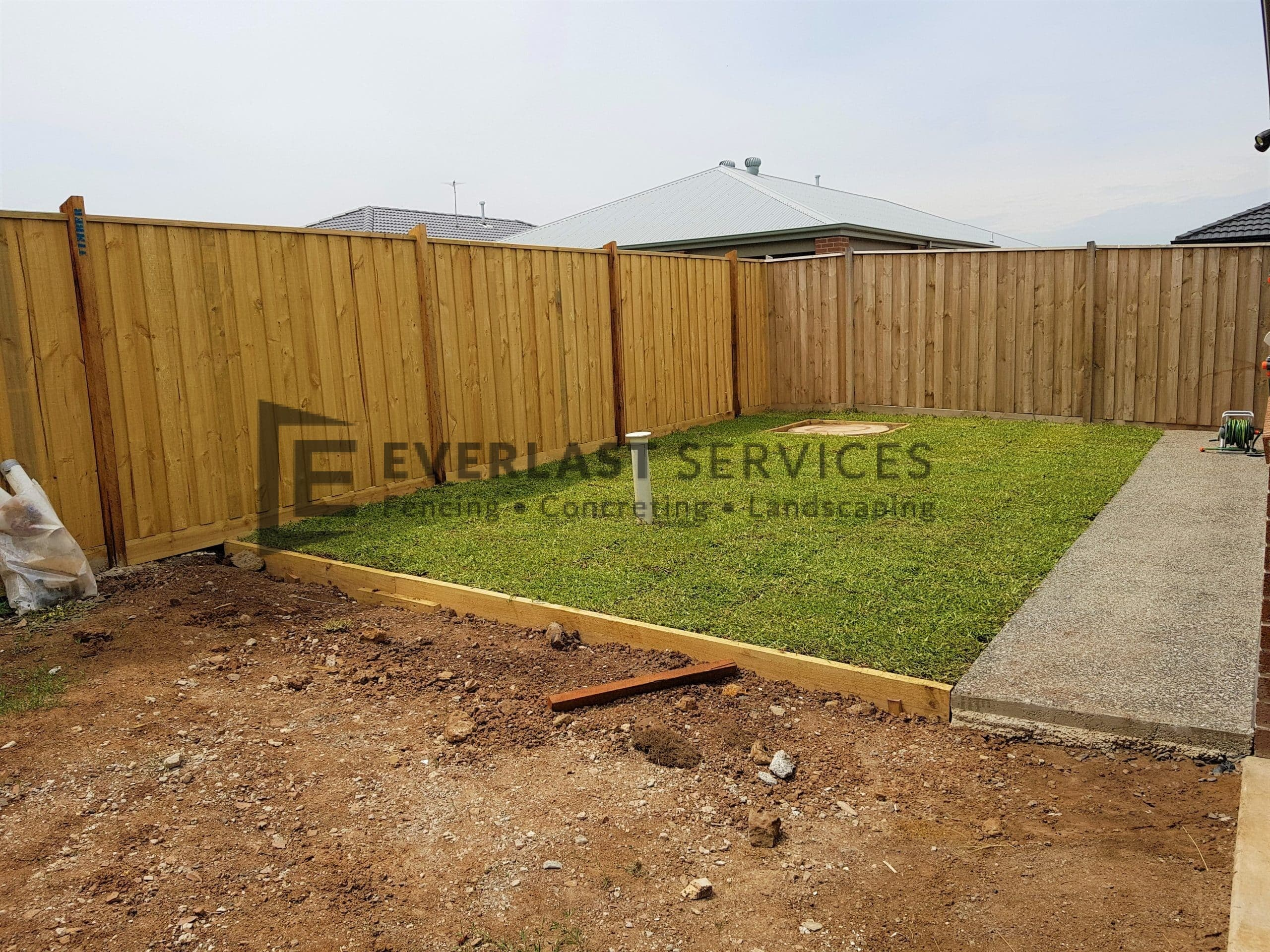 L206 - Back Yard Turf and Exposed Aggregate