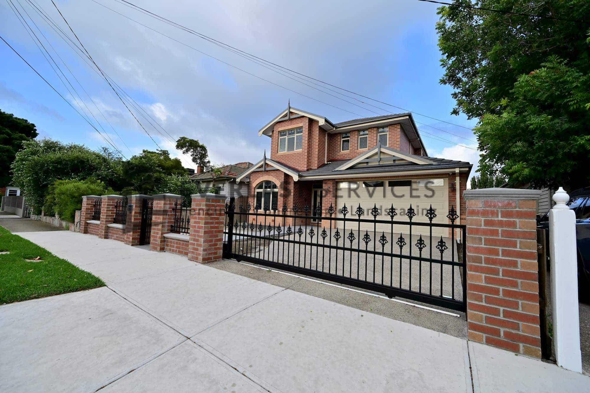 SF187 - Yarraville - Steel Sliding Gate on Driveway